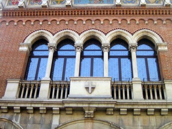 Monumento ai Caduti di Thiene. Restauro infissi e vetrate.