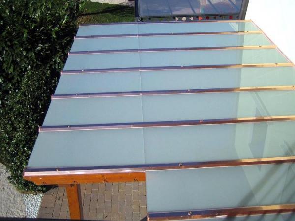 Copertura con vetri stratificati di sicurezza opali.
