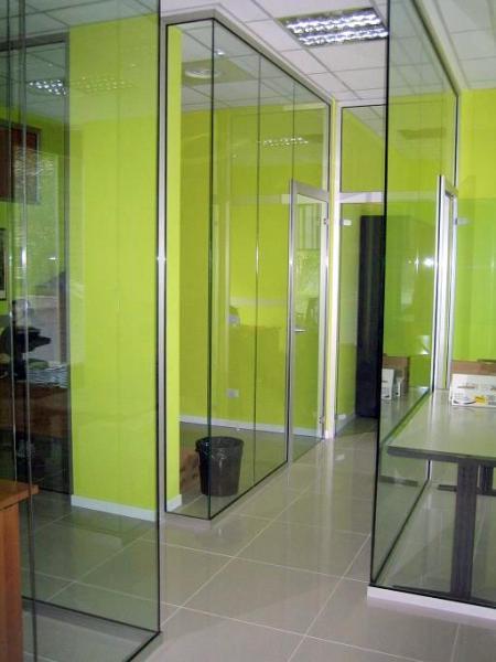 Uffici con vetri di sicurezza.
